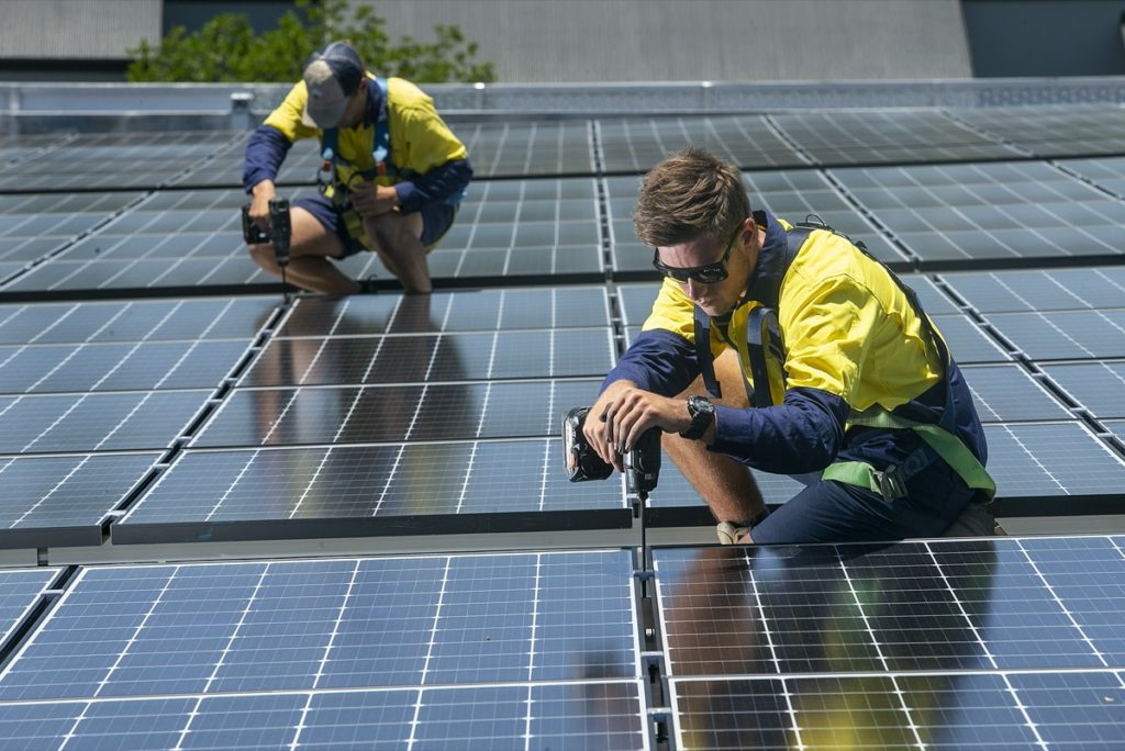 Expert Electrical installing solar
